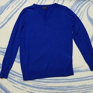 Banana Republic blue v neck sweater, Large